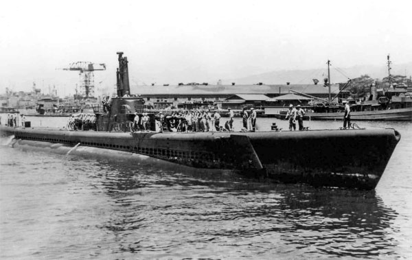 USS Tang entering Pearl Harbor