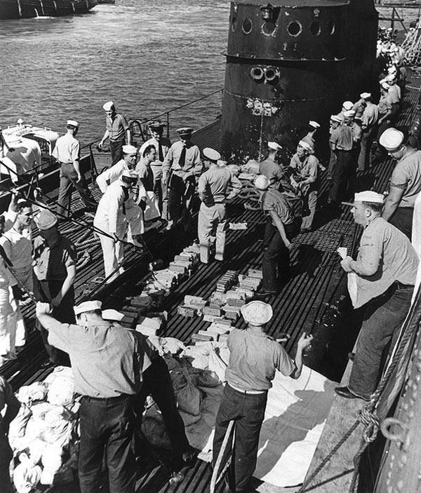 USS Trout unloading gold at Pearl Harbor